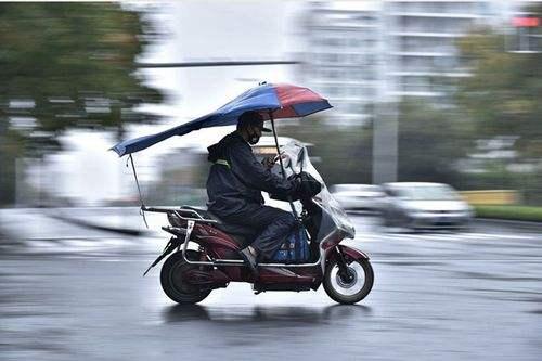 外卖小哥穿插车道难管?在广州交通违法三次辞退,同行不得再录用